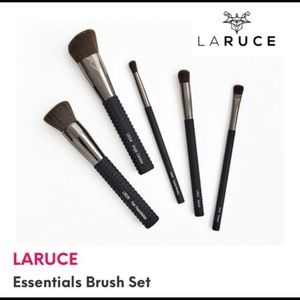LARUCE Essentials 5 Piece Makeup Brush Set NWT